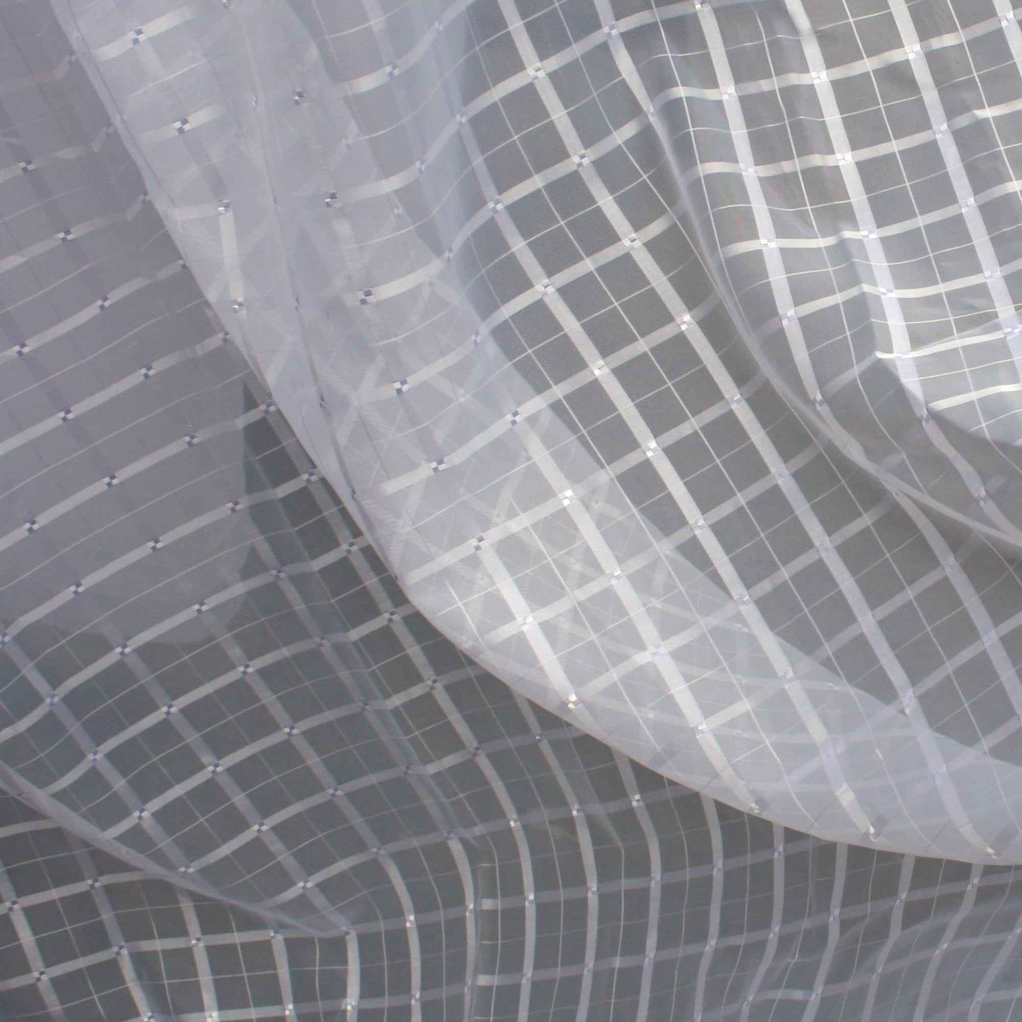 Cortina de Voil Xadrez Branco com Forro Blackout 100% 5,00 x 2,60m - Para Varão com Ilhós Branco (R)